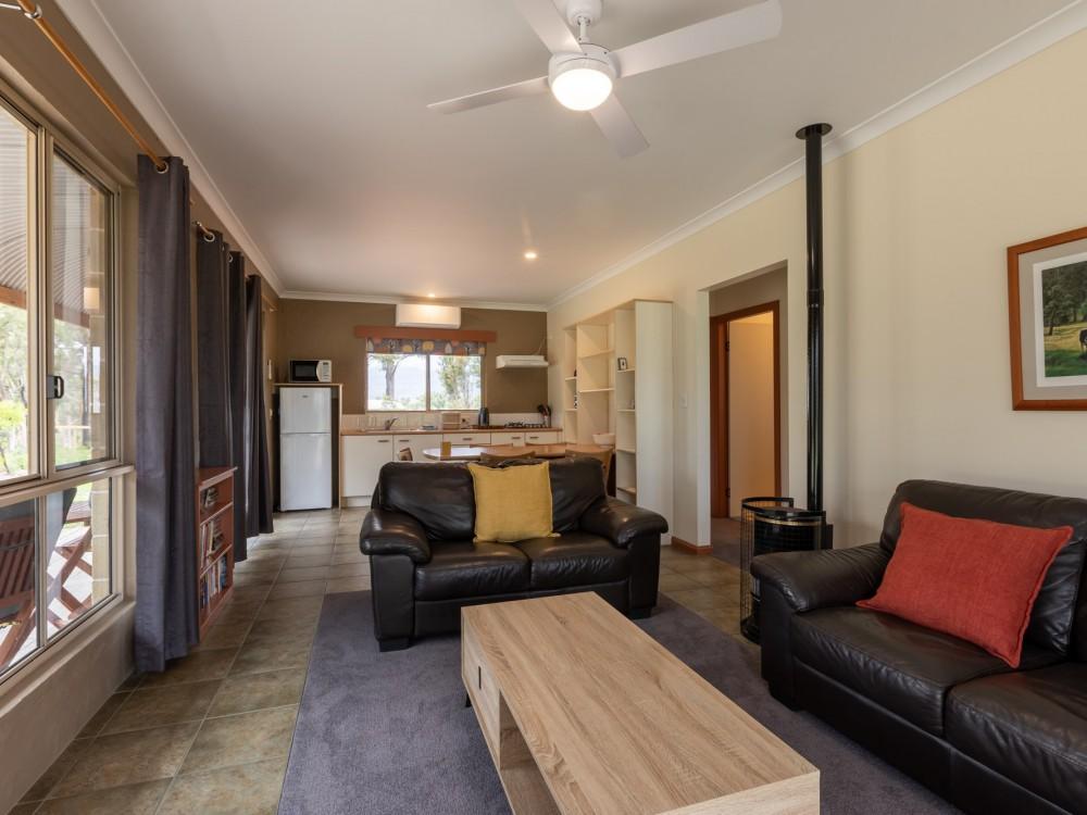 Goanna Cottage Lounge / Kitchen