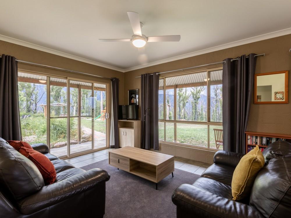 Echidna Cottage Lounge