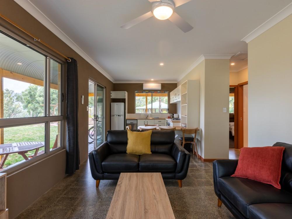 Wombats Cottage Lounge
